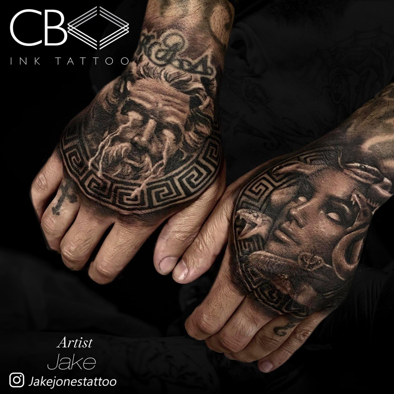 hand realism tattoo artist